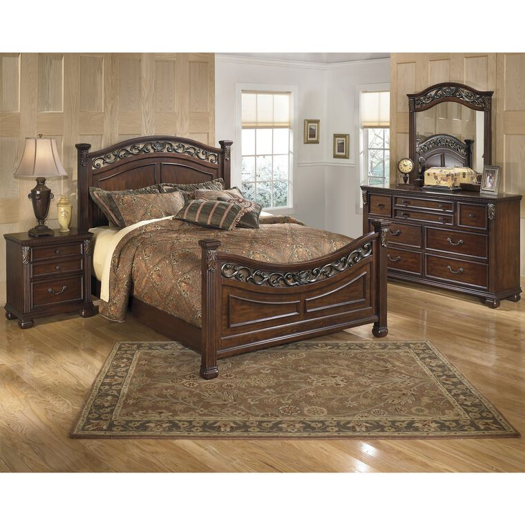 8-Piece Leahlyn Bedroom Collection