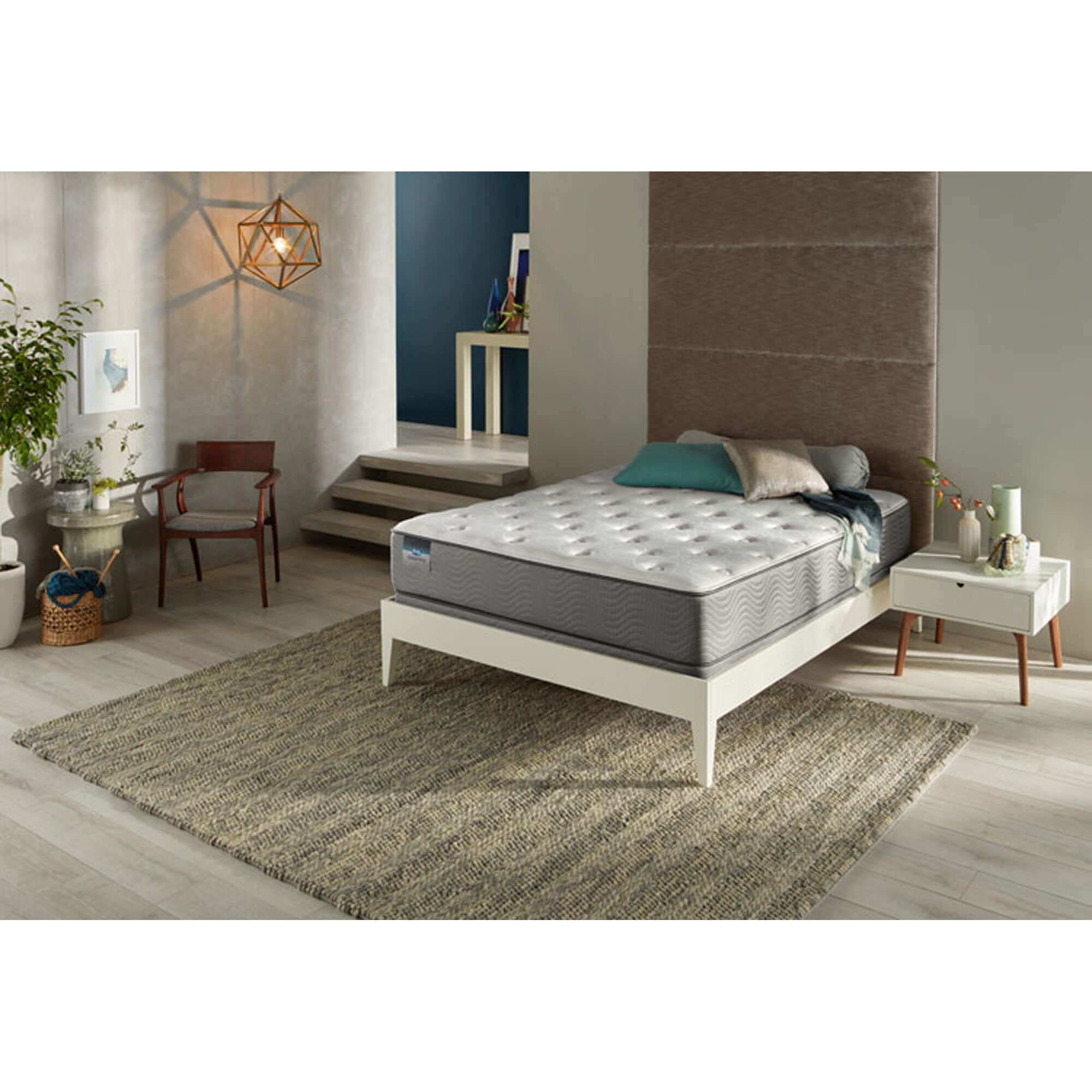 Courtyard Tight Top Plush Queen Mattress Set With Protectors